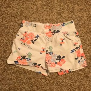 🎉5 for $25🎉 Old navy white floral shorts